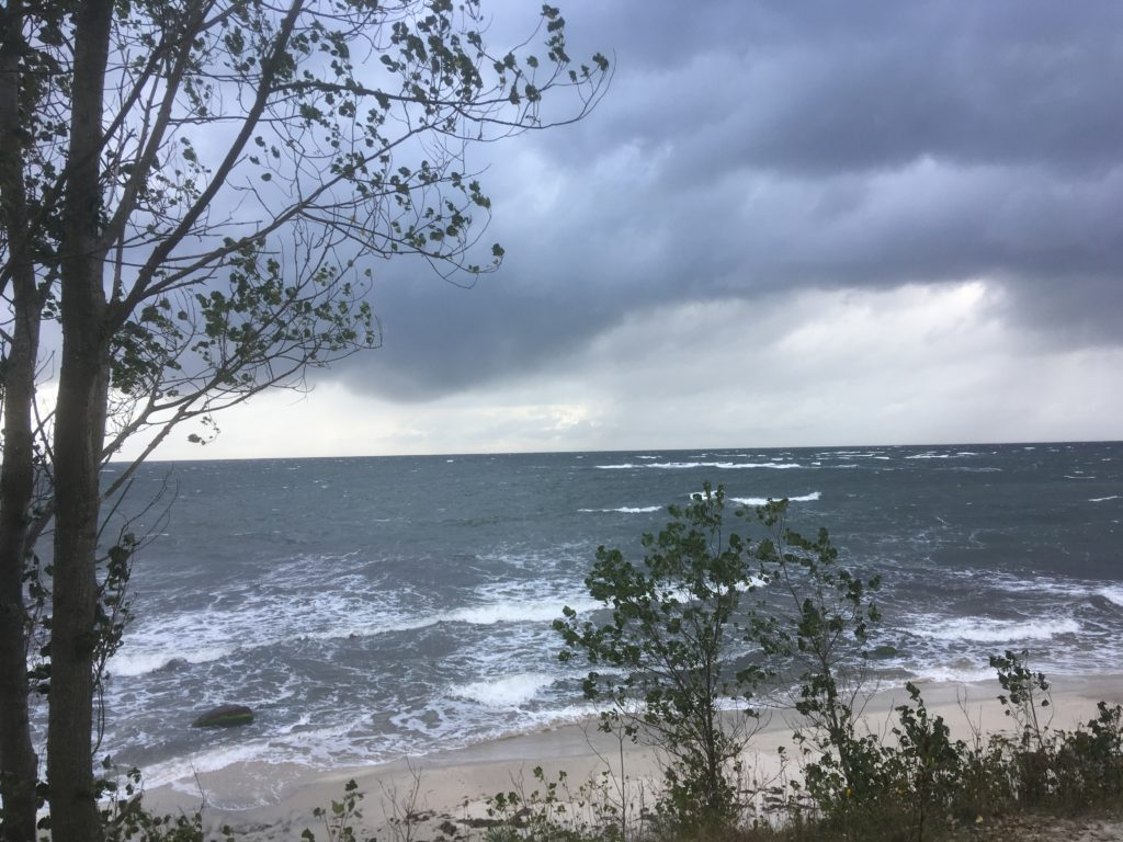 Strandtur i regn og blæst